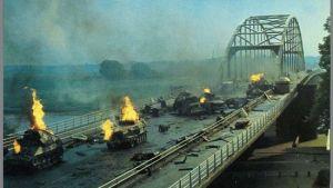 Un puente lejano_39