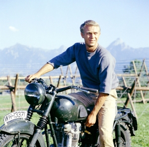 Title: GREAT ESCAPE, THE ¥ Pers: McQUEEN, STEVE ¥ Year: 1963 ¥ Dir: STURGES, JOHN ¥ Ref: GRE013EX ¥ Credit: [ MIRISCH/UNITED ARTISTS / THE KOBAL COLLECTION ]